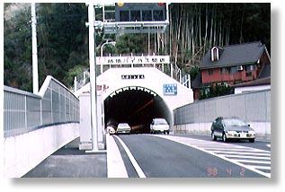 柿原バイパス天神トンネル(JR宇和島駅側)