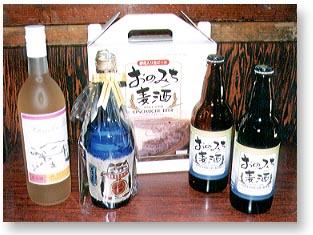 ▲いちじくワイン(左)、招き猫のお酒(中央)、おのみち麦酒(右)