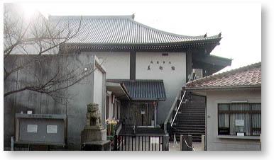 南北朝時代の寺院建築を模した尾道市立美術館