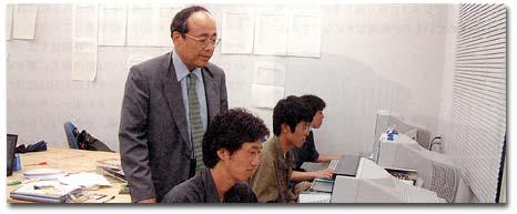 畠中教授と学生社員