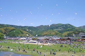 毎年開催される「いかざき大凧合戦」