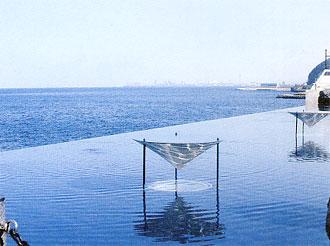 別府湾と一体化した人口渚