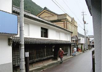西村酒造本宅と岩松の町並み