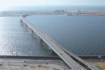 ポートアイランドと空港島を結ぶ「神戸スカイブリッジ」