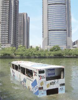 大川をクルージング中 (大阪・水かいどう808提供)