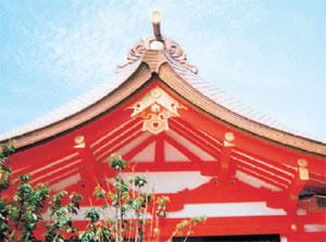 神戸・生田神社拝殿の鬼飾り