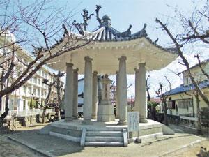 画像:鍵谷カナ頌功堂の正面