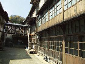 画像:第1蚕室(中庭側)