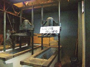 画像:今も現役で使われているしぼり機