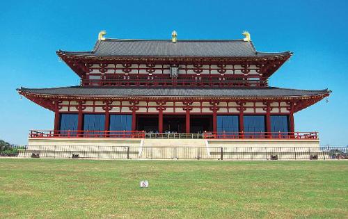 平城宮跡に復原された第一次大極殿
