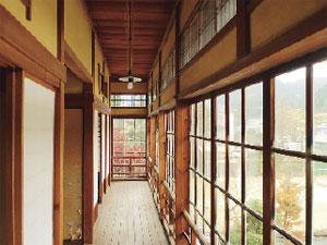 画像:明るく開放的な二階縁側
