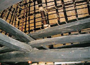 画像:屋根を支える大きな梁
