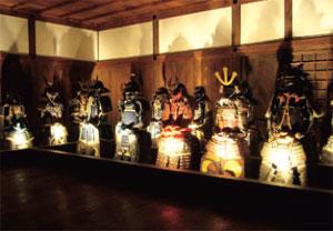 「リの一渡櫓」に展示された甲冑