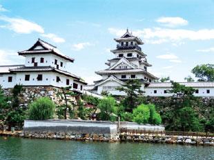 画像:今治城天守と山里櫓
