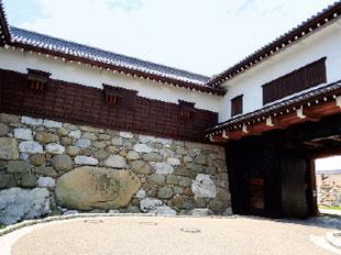 画像:勘兵衛石と鉄御門