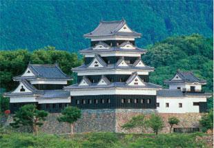 画像:大洲城(復元)天守と櫓