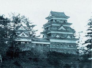 画像:明治期に撮影された大洲城天守