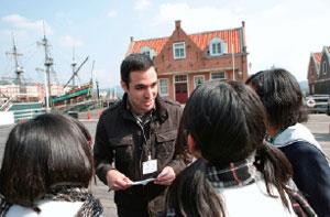 場内での英語体験プログラム「街頭英語」