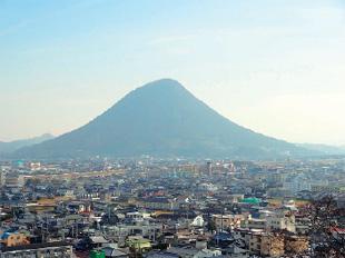 画像:三の丸から讃岐富士を望む