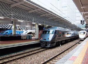 博多駅に並ぶ特急列車