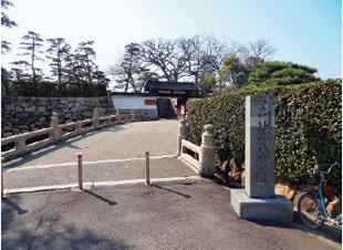 画像:旭橋・旭門(東口)