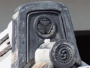 画像:葵の御紋の入った瓦