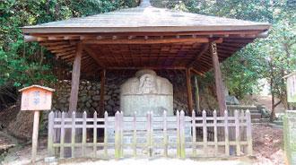 画像:愛媛県指定有形文化財石造湯釜