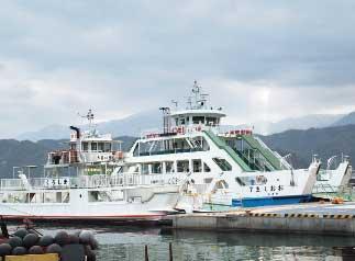 画像:2隻の渡海船「くろしま」「おおしま7」