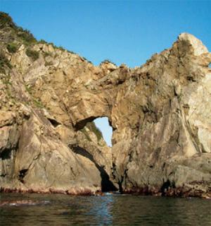 画像:喜路の海蝕洞