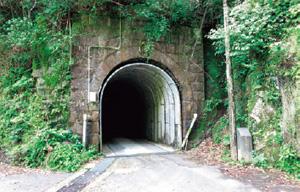 村道の一部となっている「河口隧道」
