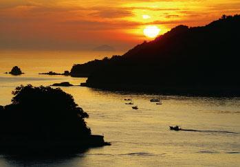 画像:島から見える朝日
