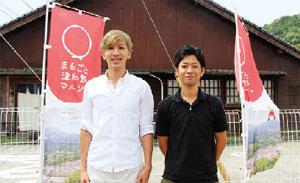 林代表(左)と首長付の島袋さん