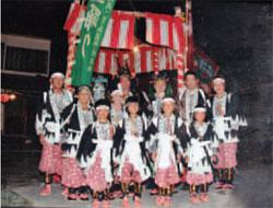 画像:亡者踊りの衣装は厳かな雰囲気
