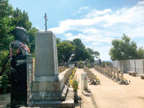 北向きに建立された墓